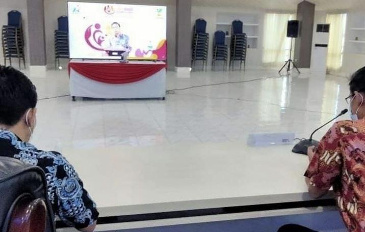 Wakil Walikota Bitung, Hengky Honandar saat mengikuti kegiatan pringati HLUN ke-25 yang digelar secara virtual. (Ist)