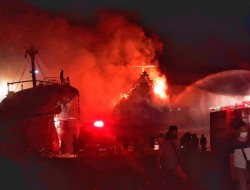 KLM Kasih Setia 01 Terbakar Saat Docking di PT Pathemaang Dock Yard