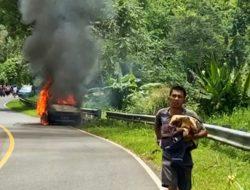 Mobil Bermuatan Puluhan Tabung LPG Terbakar
